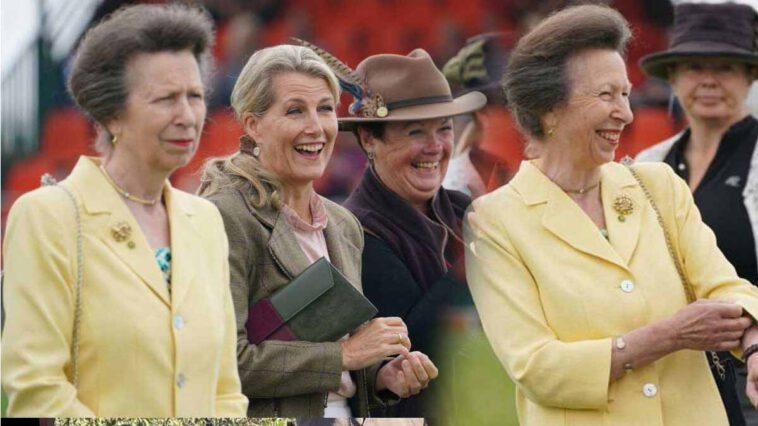 Princesse Anne et Sophie de Wessex joviales pour une rare sortie en commun